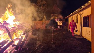 incendiu-biserica-lemn-arges