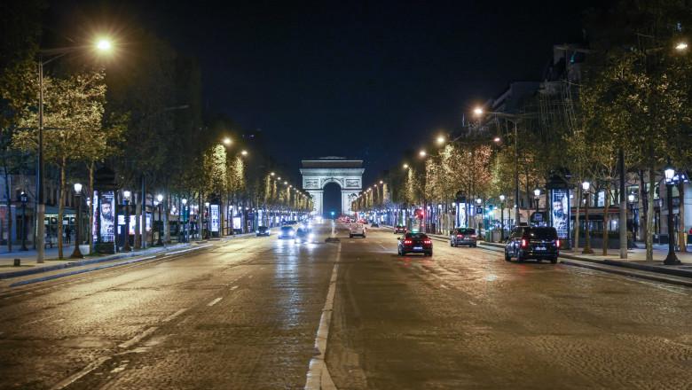 Paris, Champs Elysees, după impunerea noilor restricţii de circulaţie