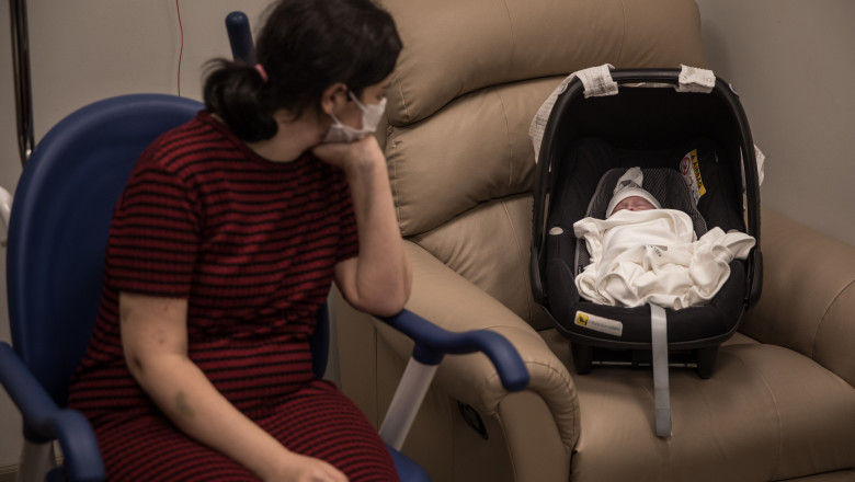 Mama si copil nascut in pandemie