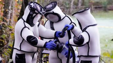 biologi-în-costume-speciale-de-protecția-prind-viespi-ucigașe