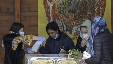 Pelerinaj în pandemie la moaștele Sfântului Dimitrie cel Nou, la București