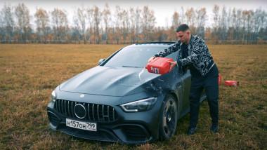 """Un vlogger și-a dat foc la mașina de 150.000 de euro pentru că avea """"defecțiuni"""""""