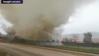Incendiu violent la o școală din Alba, unde a luat foc acoperișul în timp ce elevii erau la ore