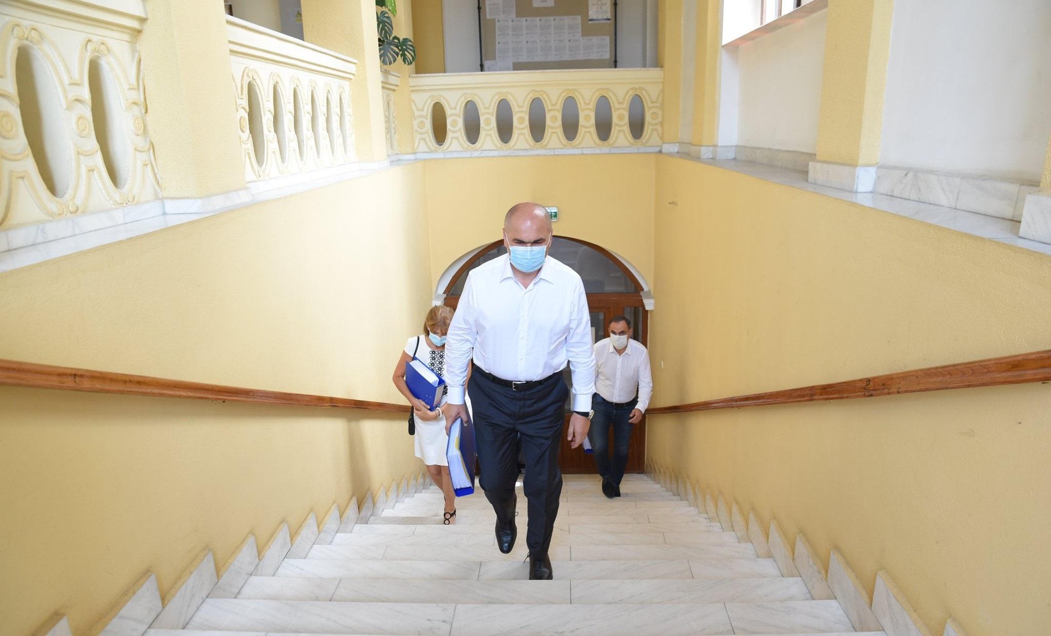 """Ilie Bolojan a dat afară aproape jumătate din angajații Consiliului Județean Bihor: """"Îmi asum răspunderea"""""""