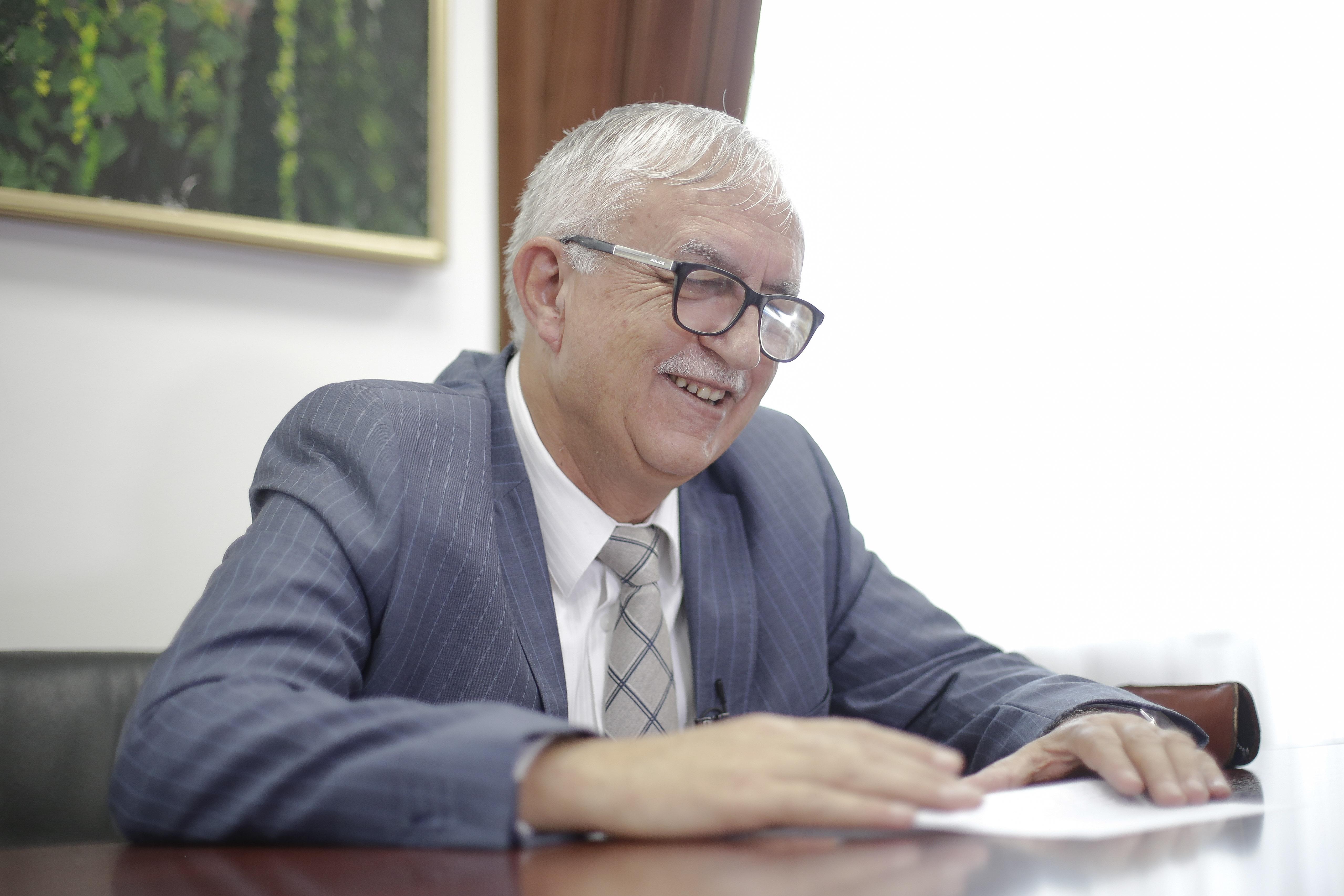 Augustin Zegrean il concureaza pe Florin Iordache la sefia Consiliului Legislativ