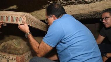 """Arheologii egipteni au descoperit """"un număr uriaș"""" de sarcofage sigilate în necropola Saqqara"""