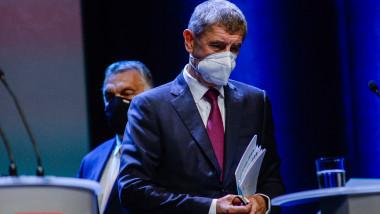 Andrej Babis cu mască de protecție