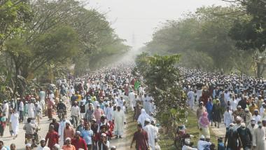 Bărbat incendiat de o mulţime furioasă în Bangladesh, pentru că ar fi arătat lipsă de respect faţă de Coran