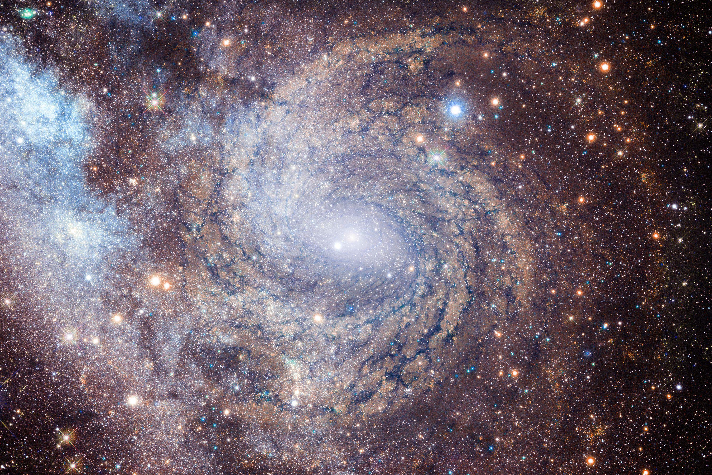 """Astronomii au surprins """"in direct"""" moartea unei galaxii aflate la 9 miliarde de ani lumina"""