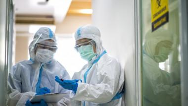 Minivacanța de 1 Decembrie va avea efecte ca și concediile din vară, în condițiile în care situația infectărilor a rămas la fel de critică, iar spitalele sunt deja arhipline.