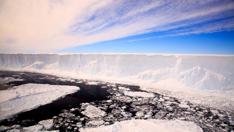 Cel mai mare aisberg din lume, cunoscut sub numele de A68a