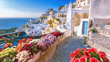 Grecia a anunțat că intră, de sâmbătă, în carantină totală