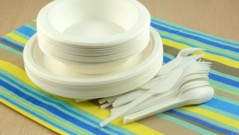 Numeroase restaurante din Europa au fost închise şi, prin urmare, serviciile de livrare la domiciliu şi sistemul take-away au utilizat mai multe recipiente de plastic de unică folosinţă