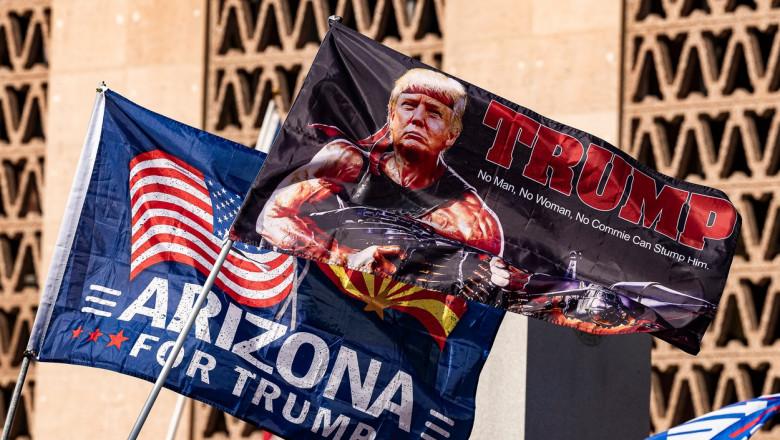 Susținătorii lui Donald Trump demonstrează în fața Congresului local din Arizona după ce marile canale media au anunțat că Joe Biden este câștigătorul alegerilor prezidențiale din 3 noiembrie