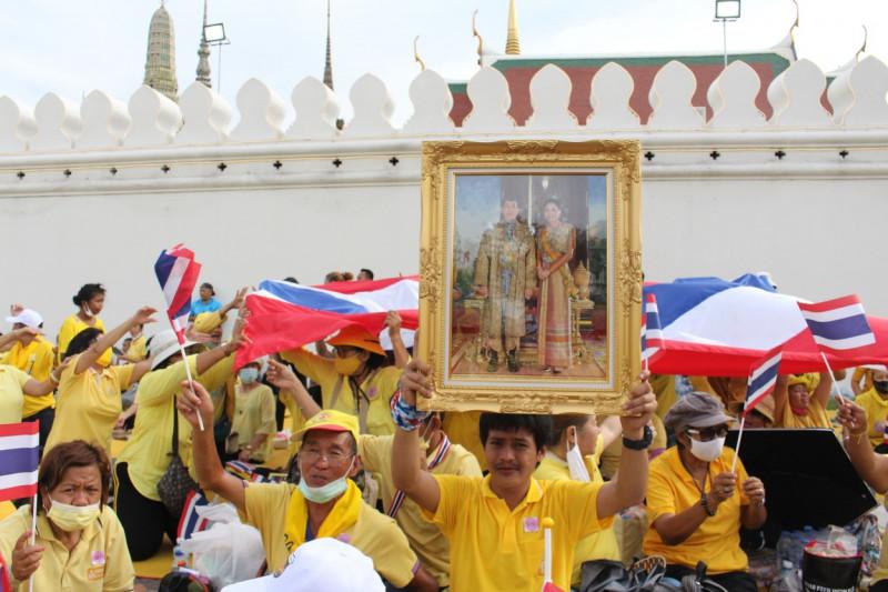 sustinatori ai regelui thailandei