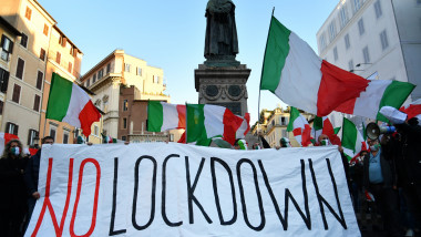 proteste impotriva lockdown-ului in italia