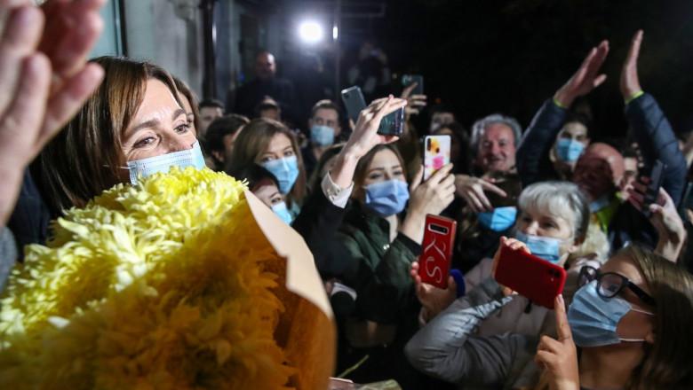 Maia Sandu, aclamată de susținători în fața sediului partidului după victoria în alegerile prezidențiale