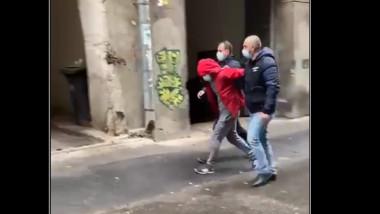 A fost prins bărbatul care ar fi jefuit banca din fața Poliției Române