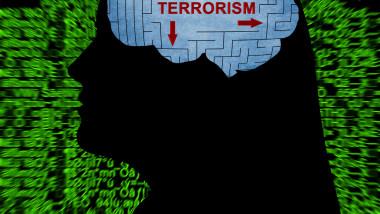 """Pandemia de COVID-19 şi izolarea socială contribuie la o """"furtună perfectă"""" care îi face pe tot mai mulţi tineri vulnerabili la radicalizare, a tras un semnal de alarmă poliţia britanică"""