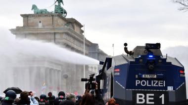 Tunuri de apă protestatari Berlin