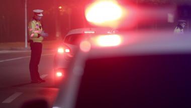 controale Poliţie, maşină cu girofar, restricţii circulaţie coronavirus