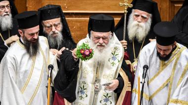 arhiepiscopul Ieronim, patriarhul Bisericii Ortodoxe a Greciei în cadrul unei slujbe religioase