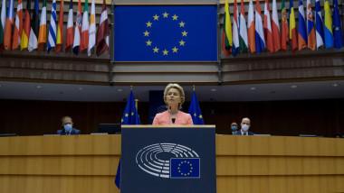 Ursula von der Leyen, preşedinta Comisiei Europene, vorbeşte de la tribună