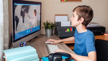 Federația Sindicatelor Libere dinÎnvățământ cerespor pentru profesorii care trebuie să predea online