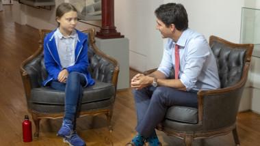 Premierul canadian Justin Trudeau discută cu activista de mediu Greta Thunberg