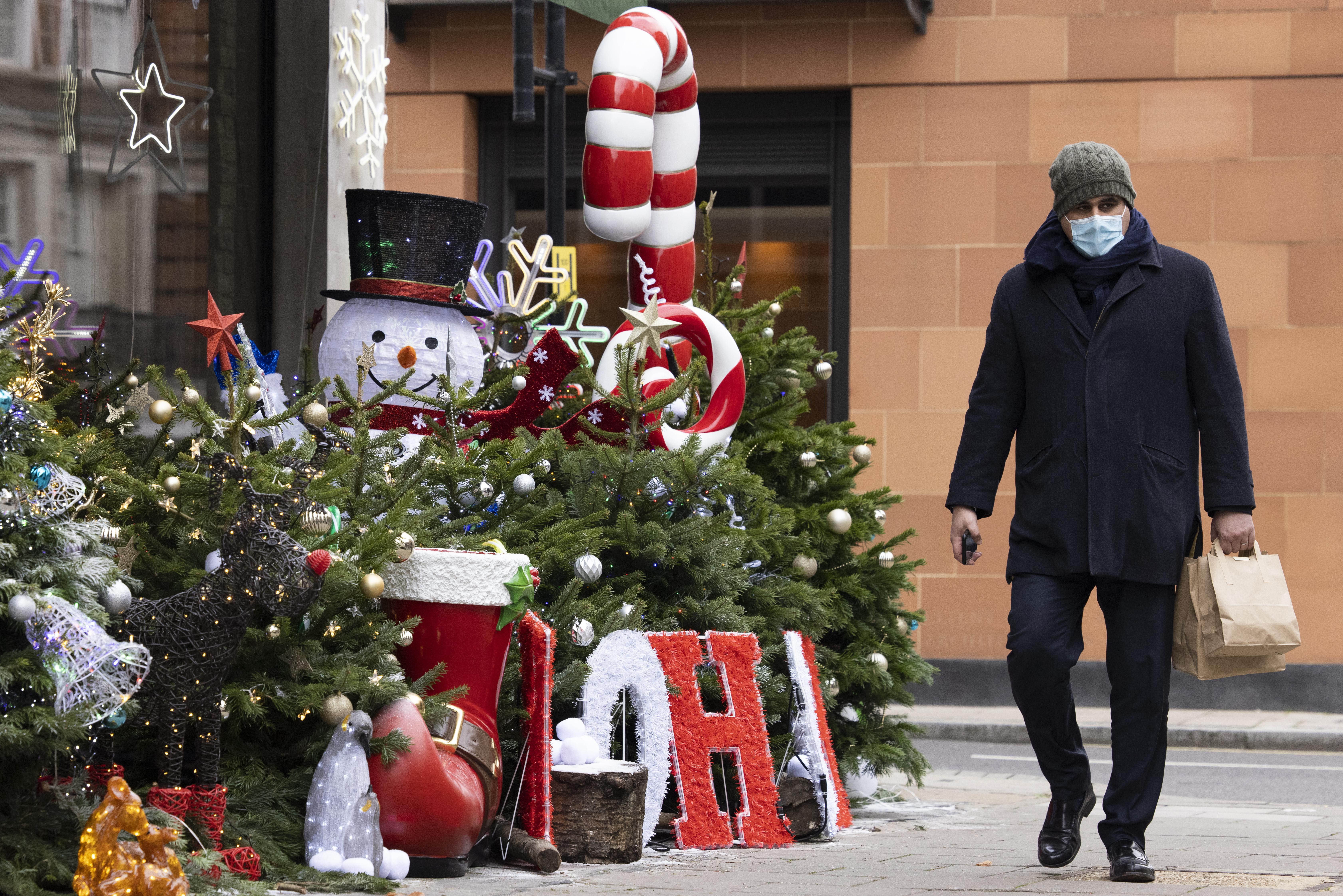 Regatul Unit anunță noi reguli în ce privește restricțiile anti-Covid de sărbători. Cum va fi Crăciunul în Marea Britanie