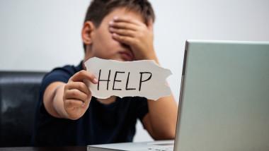 Copiii sunt tot mai expuși pericolelor online