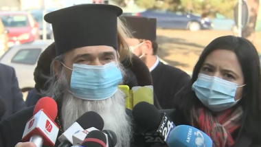 IPS Teodosie, cu masca la tribunal