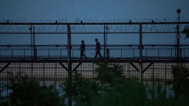 Cum a reușit un gimnast nord-coreean să păcălească sistemul de securitate de la frontieră și a sărit la propriu gardul spre sud