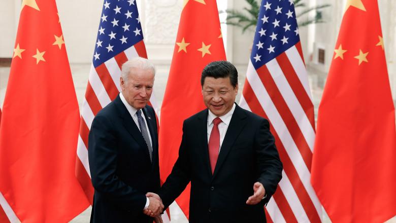 joe biden da mana cu xi jinping avand in fundal steagurile sua si chinei