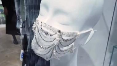 Măști cu perle, diamante și cristale, puse în vânzare în Japonia