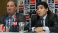 Carlos Bilardo, fostul antrenor al Argentinei şi al lui Maradona, alături de Diego Maradona, la o conferinţă de presă din 2008