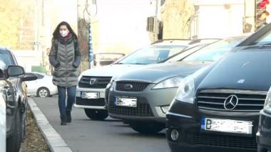masini parcate trotuar