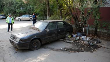 rablă, maşină abandonată în Bucureşti