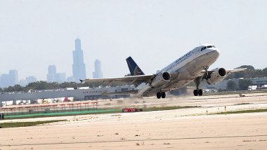 Avion al United Airlines decolează de pe aeroportul Chicago's O'Hare
