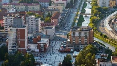 imagine aeriană cu municipiul Reşiţa