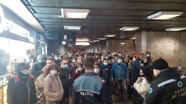 Polițiștii au restricționat accesul în stația de metrou Dristor, din cauza aglomerației