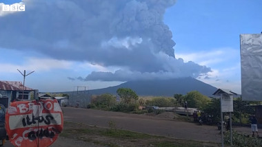 Erupția vulcanului Lewotolo, Indonezia FOTO: captură video BBC