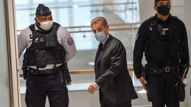 fostul preşedinte francez Nicolas Sarkozy la tribunalul corecţional din Paris, unde e judecat într-un proces de corupţie