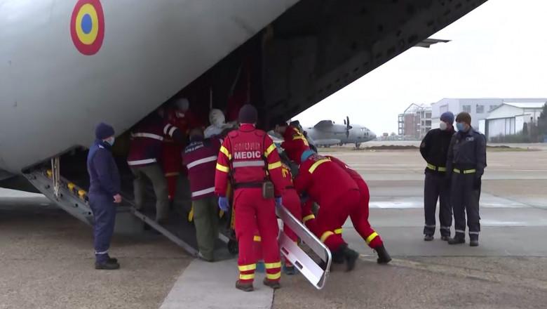 pacienti arsi transportati cu o aeronava spartan