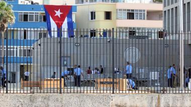 exterior intrare ambasada SUA in Havana, Cuba