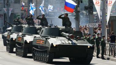 Moscova aduce tancuri în enclava Kaliningrad