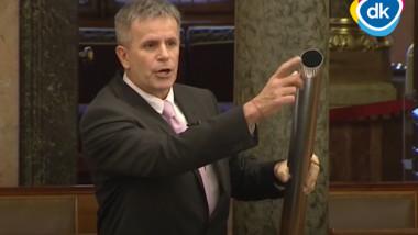 Zoltán-Varga-burlan-parlament-ungaria