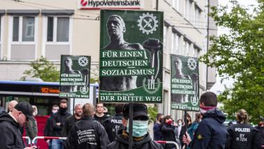 protest neonazist în Munchen, Germania, 1 mai 2020