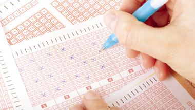 Anchetă la loteria din Africa de Sud după ce 20 de persoane au câștigat cu numerele 5,6,7,8,9 și 10