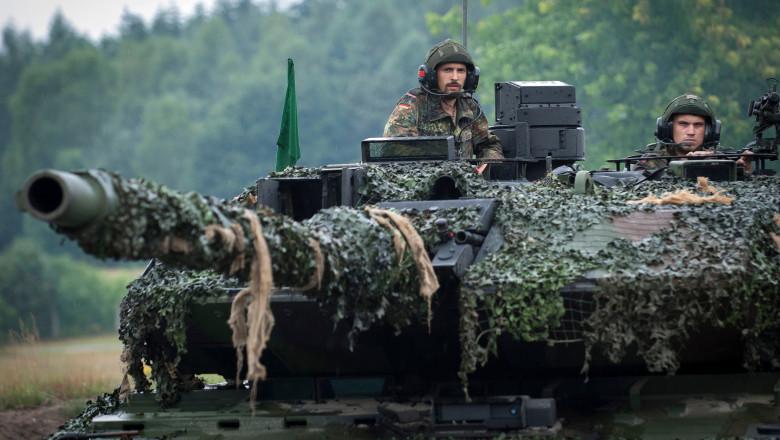 Tanchişti germani la manevre militare în 2018, la testarea unui batalion-prototip pentru viitoarea armată UE.